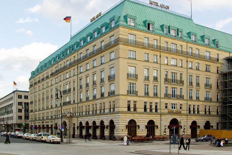 The exterior of the Hotel Adlon | copyright:Raimond Spekking