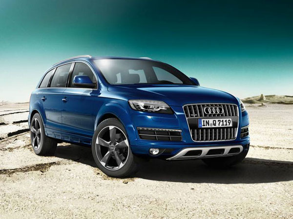Metallic Blue Audi Q7