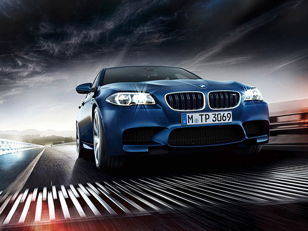 BMW M5, a powerful and elegant saloon